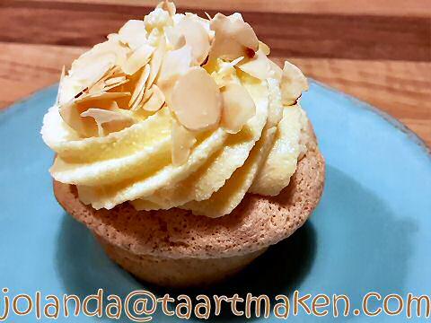 Bienenstich cupcakes