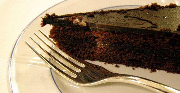 Lekkere chocoladetaart met 1 laagje chocolademousse en afgewerkt met een flinke laag chocolade ganache
