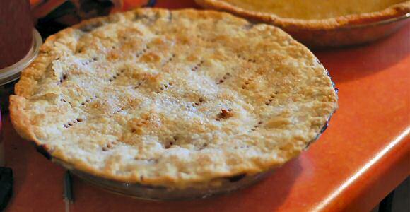 Snel en makkelijke kriekentaart recept met pudding, bladerdeeg en krieken uit blik
